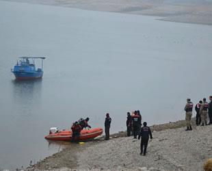 Karakaya Baraj Gölü'nde balıkçı teknesi alabora oldu: 1 ölü