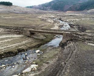 Baraj buharlaştı, tarihi köprü ortaya çıktı