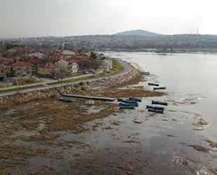Beyşehir Gölü'nde su, kıyıdan yaklaşık 50 metre çekildi