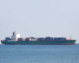 Türkiye, Gine Körfezi'nde saldırıya uğrayan konteyner gemisinin mürettebatı için seferber oldu