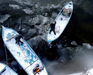 Beyşehir Gölü'nde liman çevresi buzla kaplandı