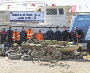 Mersin'de deniz dibi temizliğinde balıkçı teknesi ve bisiklet çıkarıldı