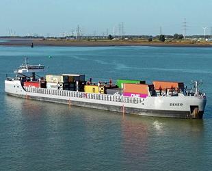 Deseo isimli otonom gemi, Zeebrugge'den Antwerp'e konteyner taşıyor
