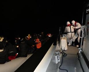 Botları batan göçmenleri Sahil Güvenlik ekipleri kurtardı