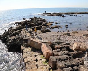 Mersin'de deniz çekildi, antik liman ortaya çıktı