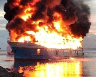 FAJAR BARU 8 isimli yolcu gemisinde yangın çıktı