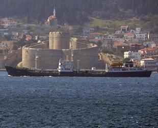 Rus askeri ikmal gemisi, Çanakkale Boğazı'ndan geçti