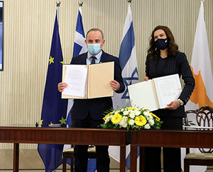 Güney Kıbrıs, Yunanistan ve İsrail arasında denizaltı elektrik hattı projesi için imzalar atıldı