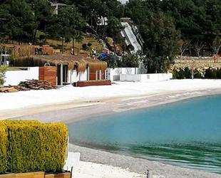 Milas'ta sahile mermer tozuyla plaj yapılması tepkiye neden oldu