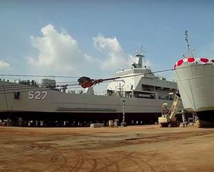 Endonezya, 2 adet yeni çıkarma gemisini suya indirdi