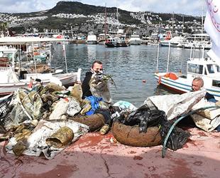 Bodrum'da deniz dibinden tonlarca çöp çıktı