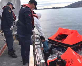 Türkiye, son bir ayda karasularına geri itilen 468 göçmeni kurtardı