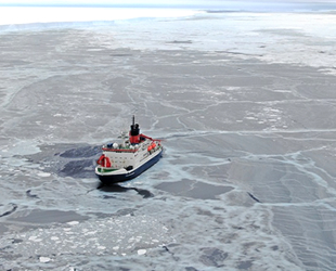 Polarstern gemisi, Antarktika'da oluşan çatlakta tarihi bir araştırma yaptı