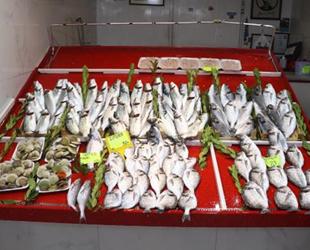 Tezgahlarda balık çeşidi azaldı, fiyatlar yükseldi