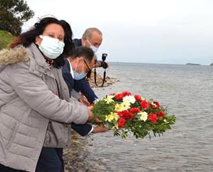 Didim'de mübadiller anısına denize çiçek bırakıldı