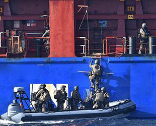 İzmir'den demir alan gemiye Akdeniz'de operasyon düzenlendi