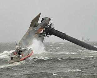 ABD'de malzeme taşıyan tekne alabora oldu: 12 kişi kayıp!