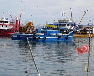 Sezonu bitiren balıkçılar, ağ örmeye başladı