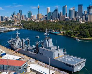 Avustralya'nın HMAS Supply adlı tedarik gemisi hizmete girdi