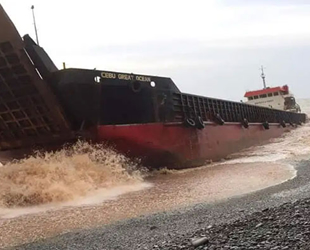 Filipinler'de tayfun gemileri sürükledi, 20 denizci kayıp