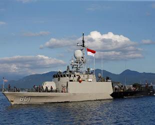 Endonezya'da kaybolan denizaltı 850 metre derinlikte bulundu
