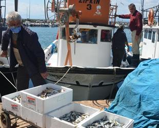 Balık ihtiyacı küçük teknelerden karşılanıyor
