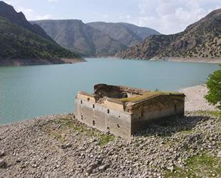 Barajda sular çekildi, tarihi kilise gün yüzüne çıktı