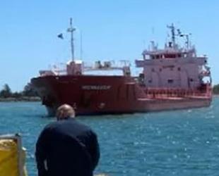 MOSELDIJK isimli gemi, Yunanistan'da karaya oturdu