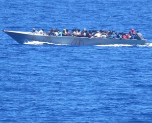 TCG GAZİANTEP, Libya açıklarında 54 göçmeni kurtardı