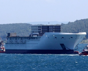 Dev geminin parçası Çanakkale Boğazı'ndan geçti