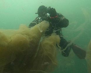 İzmit Körfezi'nde dibe çöken 'deniz salyası' su altında görüntülendi