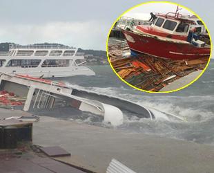 Ayvalık'ta fırtına hayatı felç etti, tekneler battı