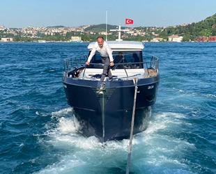 İstanbul Boğazı'nda arızalanan tekne sürüklendi