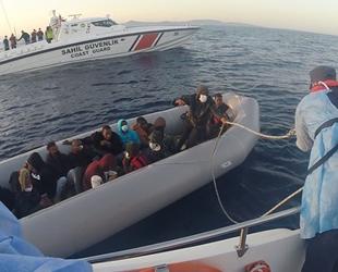 Dikili açıklarında 21 düzensiz göçmen kurtarıldı