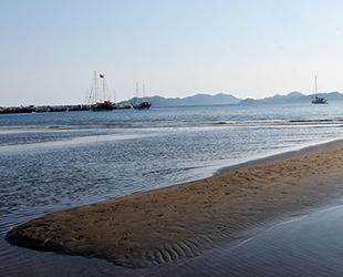 Demre'de deniz çekildi, adacıklar oluştu