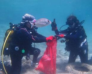 İzmir'de sezonun ilk deniz temizliği Karaburun'da yapıldı