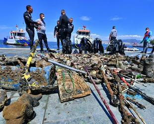 İzmir Körfezi'nde deniz dibi temizliğinde çıkanlar şaşırttı