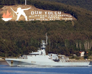 İngiliz devriye gemisi, Çanakkale Boğazı'ndan geçti