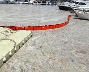 Çanakkale'de denizden 17 ton müsilaj toplandı