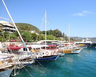 Antalyalı tekne sahiplerine 'mavi bayrak'ları verildi