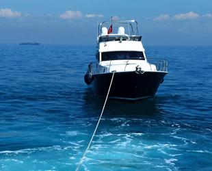 Silivri'de makine arızası yapan tekne sürüklendi