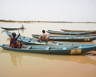 Yedi Başak, Nijer'de 10 adet balıkçı teknesi dağıttı