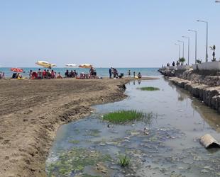 Karataş'ta kanalizasyon suyu denize akıyor