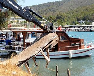 Milas'ta doğal limandaki iskeleler söküldü, balıkçılar açıkta kaldı