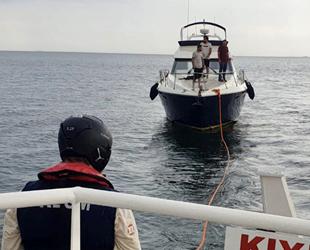 Tuzla açıklarında sürüklenen tekne kurtarıldı