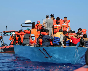 Tunus açıklarında göçmen teknesi battı: 43 ölü