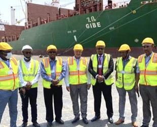 Gibe isimli Etiyopya gemisi, 20 yıl sonra ilk kez Somaliland'a yanaştı