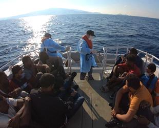 Dikili açıklarında 15 düzensiz göçmen kurtarıldı
