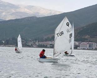 Yelkenciler, Van Gölü'nde Türkiye Şampiyonası'na hazırlanıyor