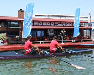 Şişecam Çayırova Spor Kulübü'nün deniz küreği tekneleri denize indirildi
